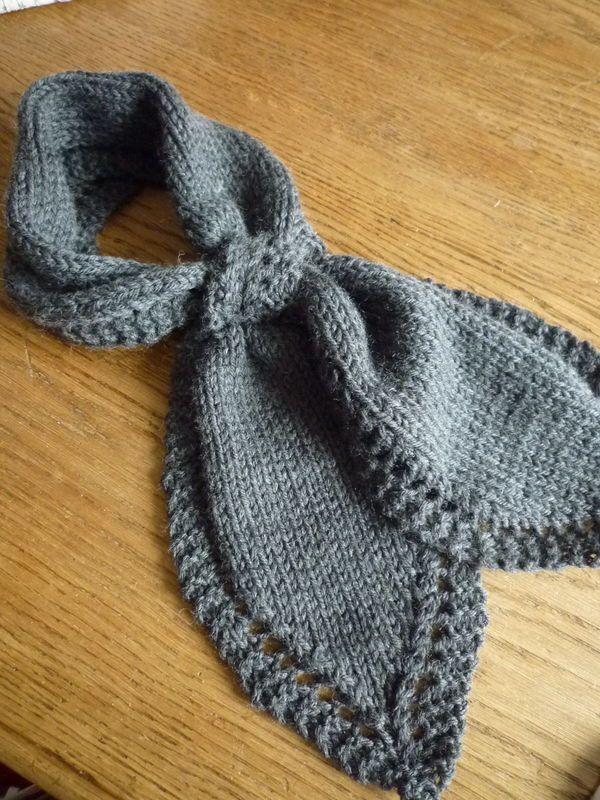Une écharpe feuille - En sortant de l école   tricot   Crochet ... b35962c734f