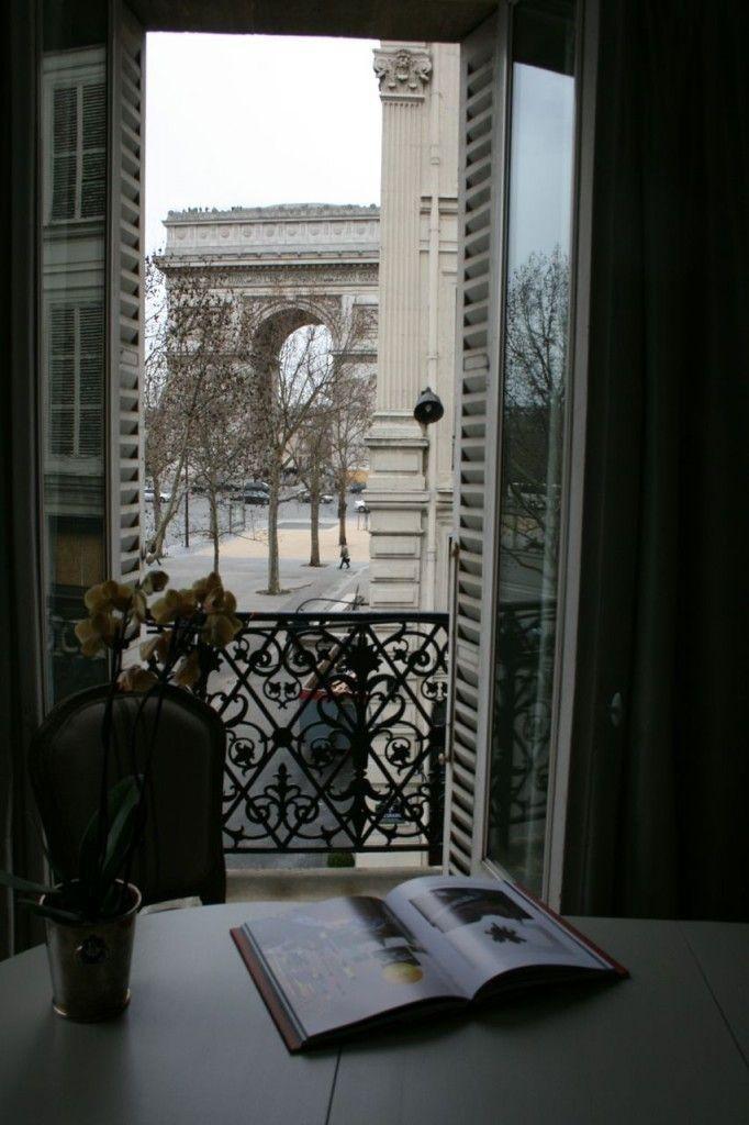 View of the Arc de Triomphe, Paris ♔