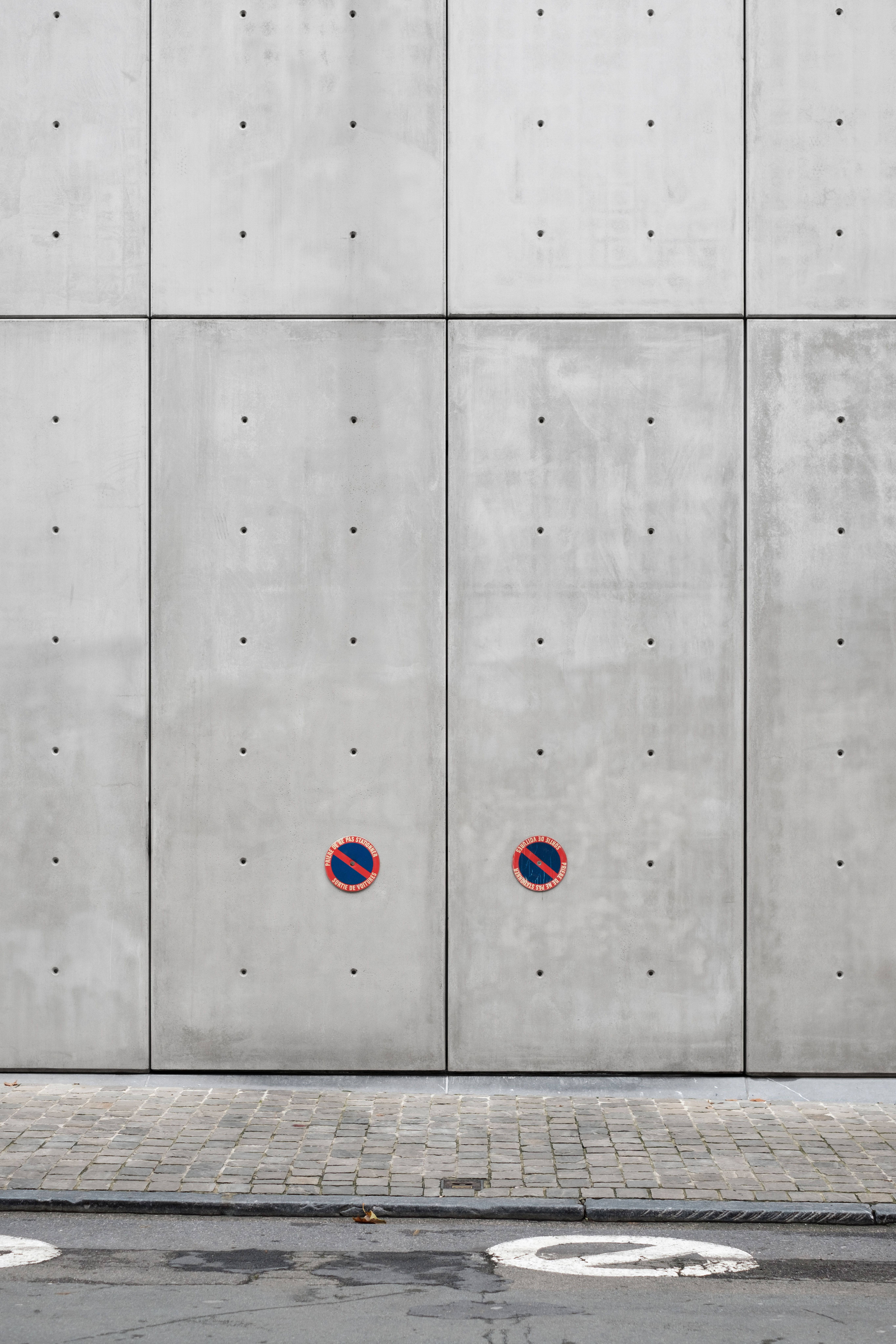 Concrete Wall Opening And No Parking Space Photo By Samuel Zeller Samuelzeller On Unsplash Picture Wall Concrete Wall Accent Wall