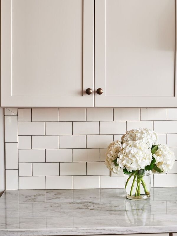 5th Avenue 3x6 Subway Tile In Ivory Glossy This Tile Series Offers A New Twist On An Old Fashioned Product For Subway Tile Subway Tiles Bathroom Kitchen Tiles