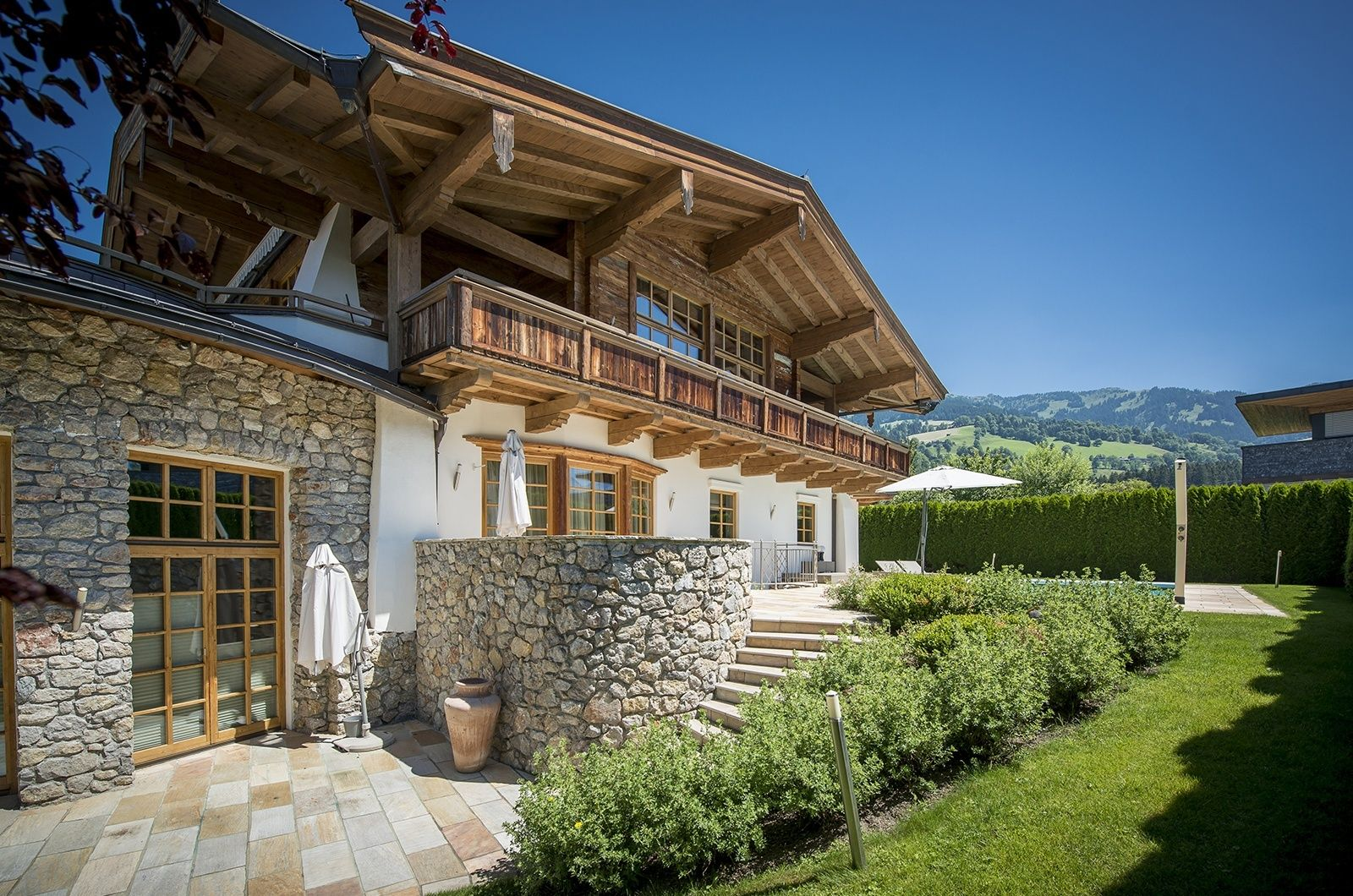 Chalet sun valley hochwertige architektur im for Moderni piani di case ranch sollevate