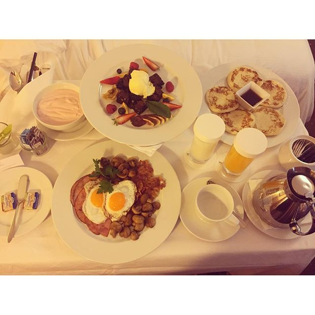 Handy aus, Ausschlafen und Frühstück im Bett .... Ein erfrischendes Wochenende! <3 Phone off, sleep well and breakfast in bed .... Happy weekend! <3 http://west.tn/1p4krNv  Photo Credit @__ggifft__ via Instagram  ‪#‎WestinMunich‬ ‪#‎WestinWeekend‬ ‪#‎DigitalDetox‬