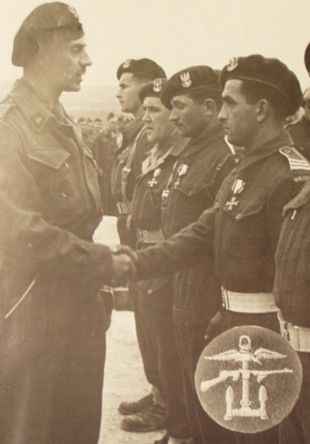 General Wladyslaw Anders decorated Polish Commandos, 1944, pin by Paolo Marzioli