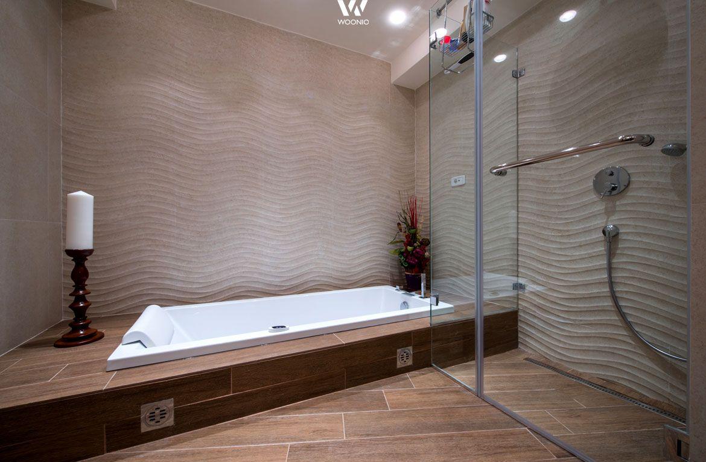 Master bedroom with jacuzzi tub  In dieses Badezimmer kann man buchstäblich eintauchen  Randalls