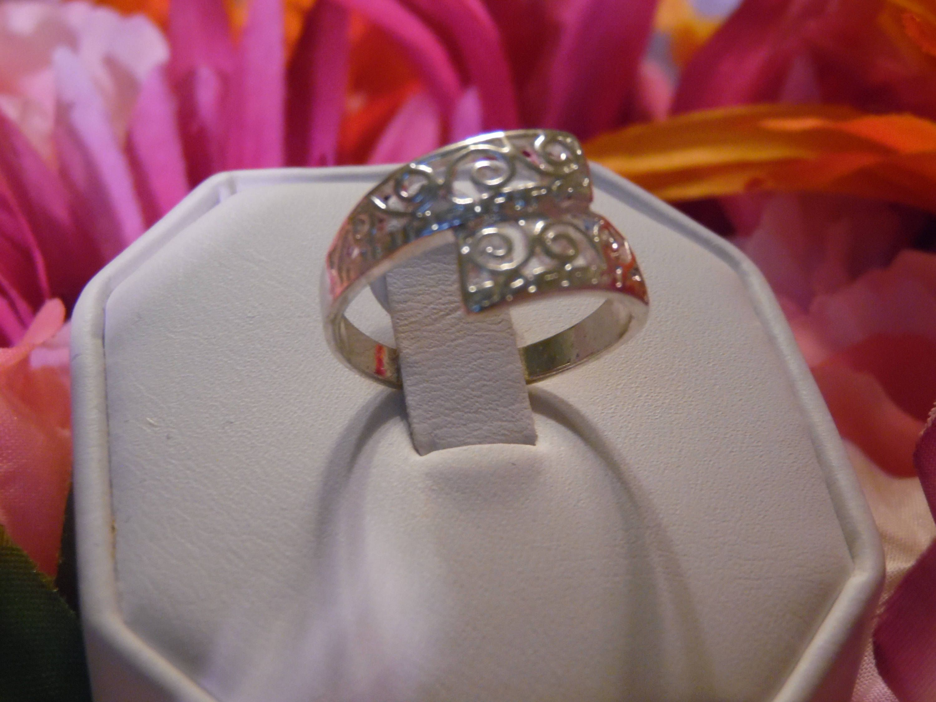 KRIS CROSS RING Sterling Silver .925 Plated Ring Size