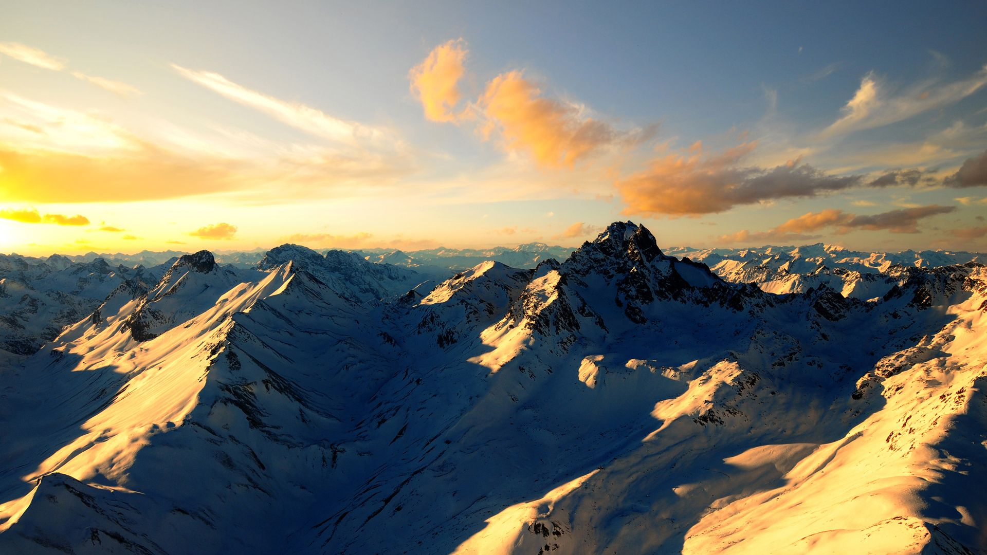 Snowy Mountain Sunset Background Wallpaper HD Resolution