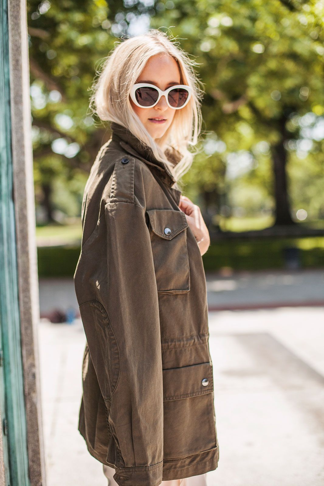 How to wear fall trends when itus still hot out military jacket