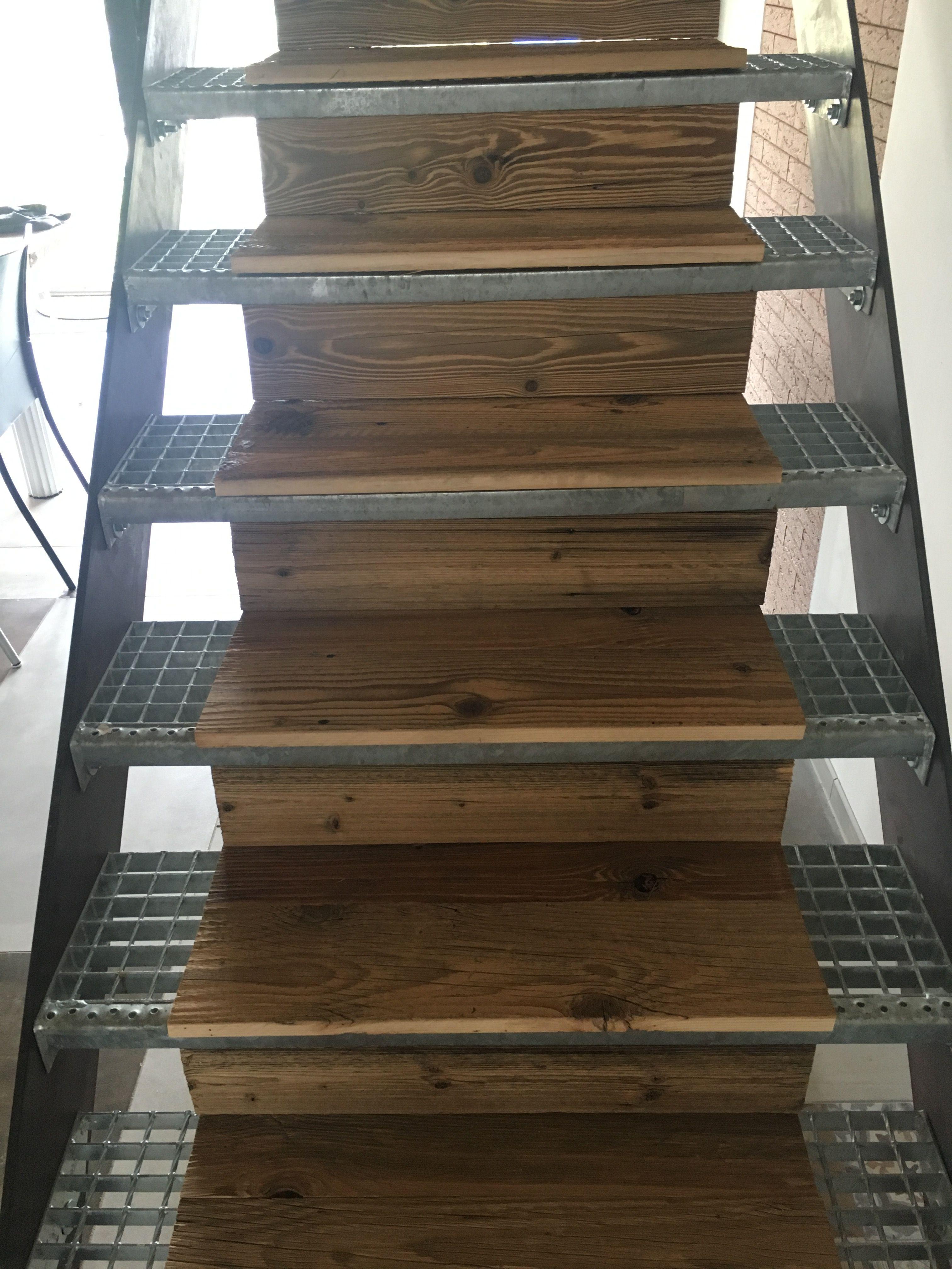 Trittschutz Treppe   Treppe Selber Bauen Stahlwangen Verschraubt Mit Gitteroststufen