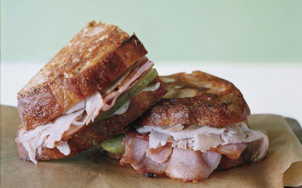 Monte Cubano Sandwich - a Cuban and a Monte Cristo combined! What a tasty idea!