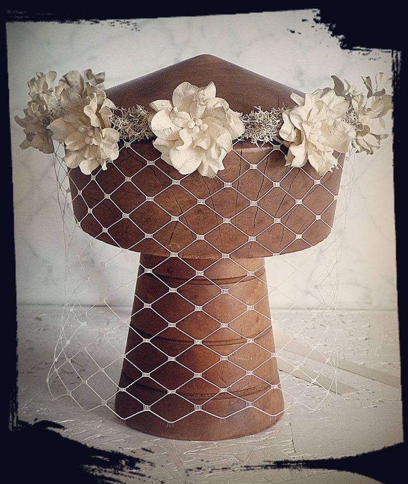 Couronne 'La Bohême' avec voilette, par Olga Vallecillos Crown#paperflowers#wedding#boho#faitmain#fabriqueenfrance