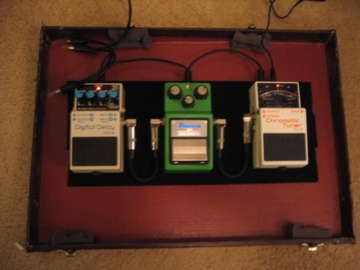 Briefcase pedal board - Cool idea for a cheap small pedal board, must try it. http://www.guitarandmusicinstitute.com