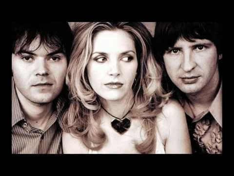Saint Etienne:  Who do you think you are / ¿Quién te crees que eres?