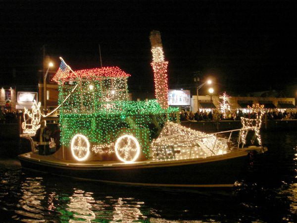 Portland, Oregon U201cChristmas Ship Paradeu201d. Every December, The Willamette  River Lights