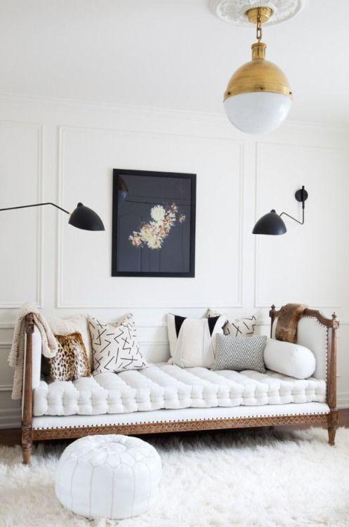 Romantische Couch In Weiß.
