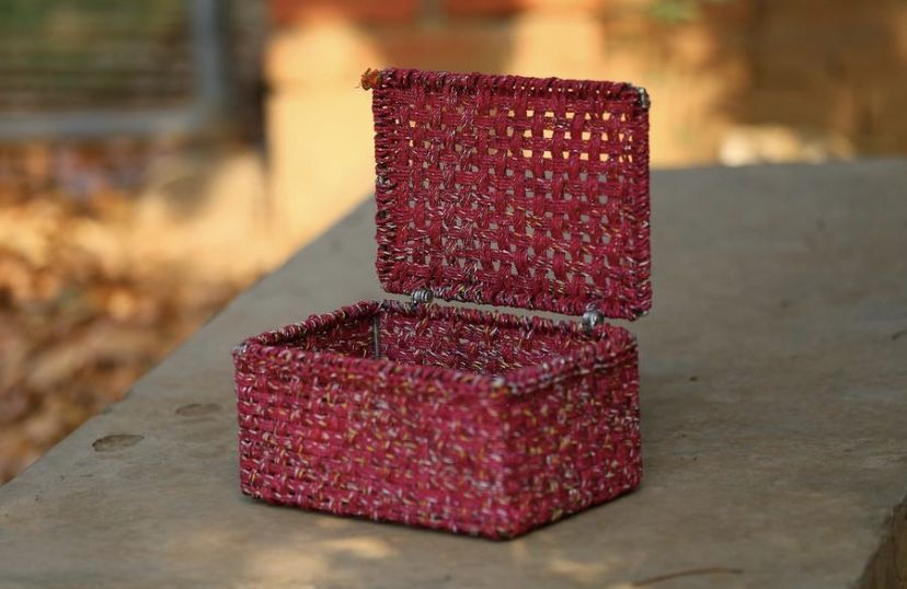 Wrappers of the national favourtie Kurkure namkeen built on a sturdy iron frame resulted in the creation of the Roseate Spoonbill storage box. A small artifact to keep your personal belonging close to your heart :) #wovenfurniture #vintagefurniture #charpoy #charpai #weaversofinstagram #sustainableliving #sustainabledesign #circulareconomy #circularfurniture #supportyourladies #surviveandthrive #sustainableliving #sustainablefurniture #circularfurniture #skilledsamaritan #vocalforlocal #womenent