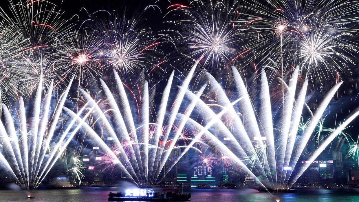 Watch Confetti Fireworks Take Over The World On New Year S Eve New Year Fireworks New Years Eve Fireworks Welcome New Year