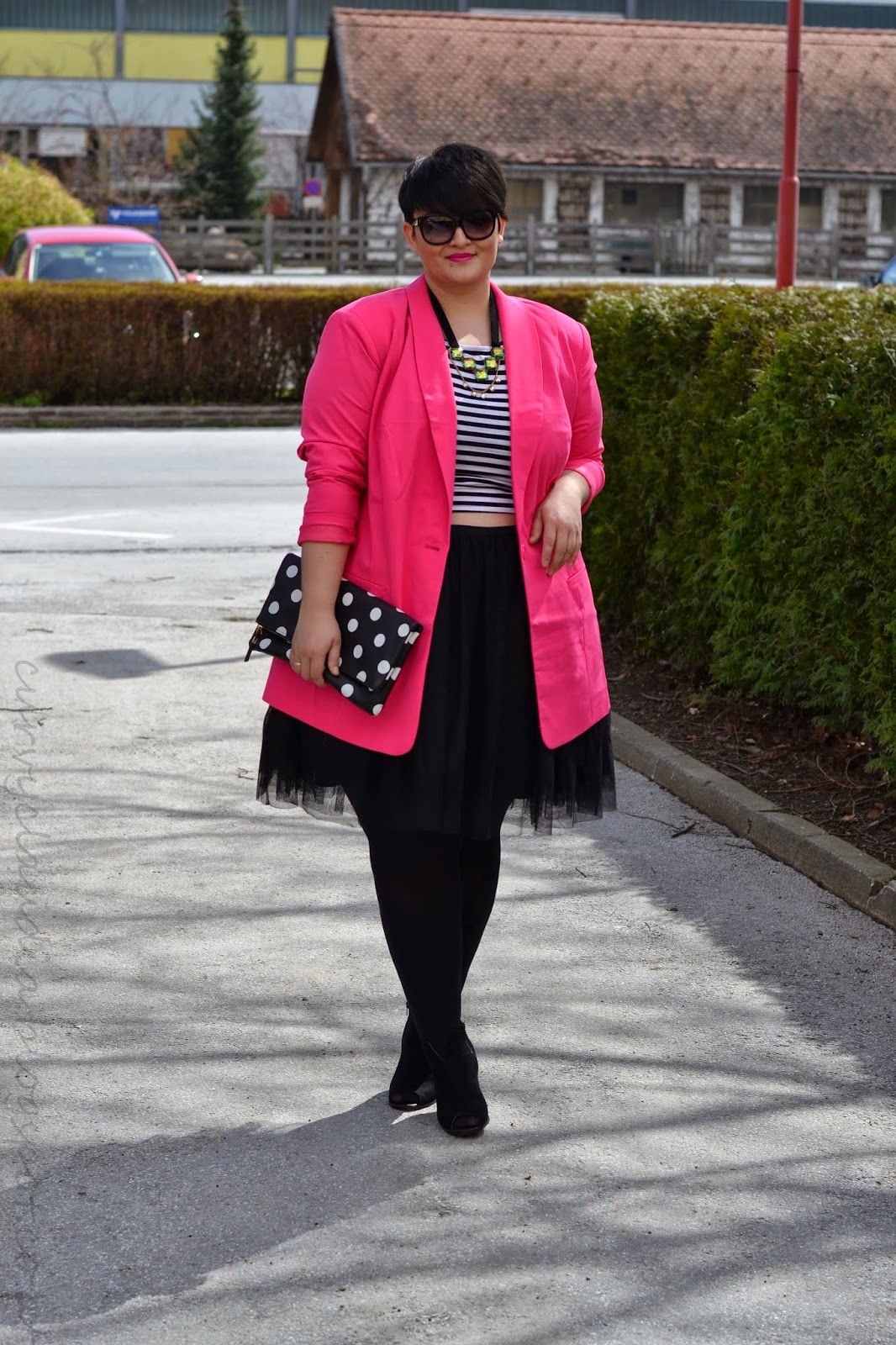 Plus Size Fashion - Curvy Claudia: A little Pop of Colour II