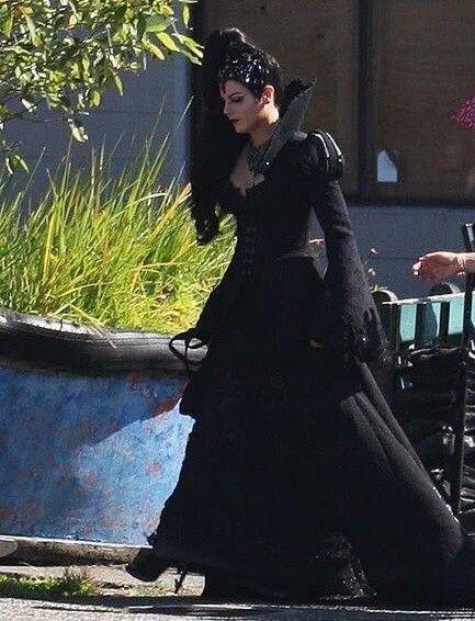 Lana = Evil Queen