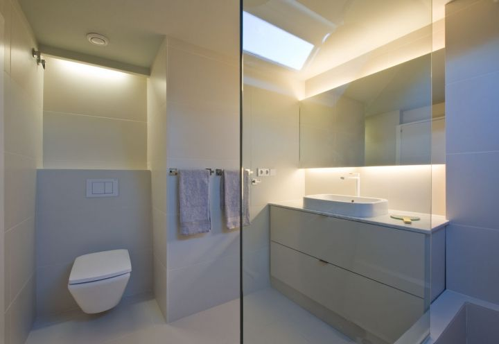 Una delle stanze da bagno dell\'area notte dell\'attico a Barcellona ...