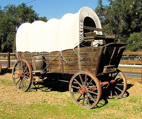 Conestoga wagon conestoga cool barns for Things to do with old wagon wheels