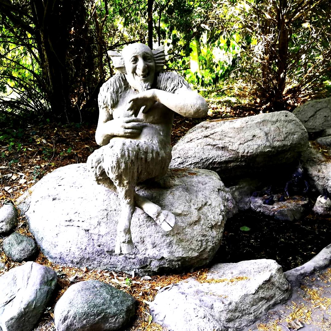 Heute Haben Wir Es Dann Auch Geschafft Diesen Tollen Garten Zu Bewundern Ich Lebe Hier Seit Meiner Geburt Und Dies W Outdoor Garden Sculpture Outdoor Decor