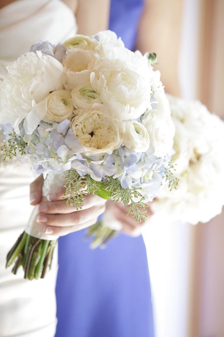 mariage joli bouquet de mari e d 39 hiver en blanc et bleu mariage bouquet mari e bouquet. Black Bedroom Furniture Sets. Home Design Ideas