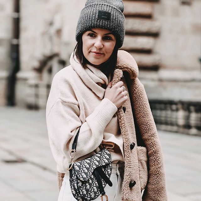 Winter Outfit Inspiration Teddy Fell Mantel Pullover