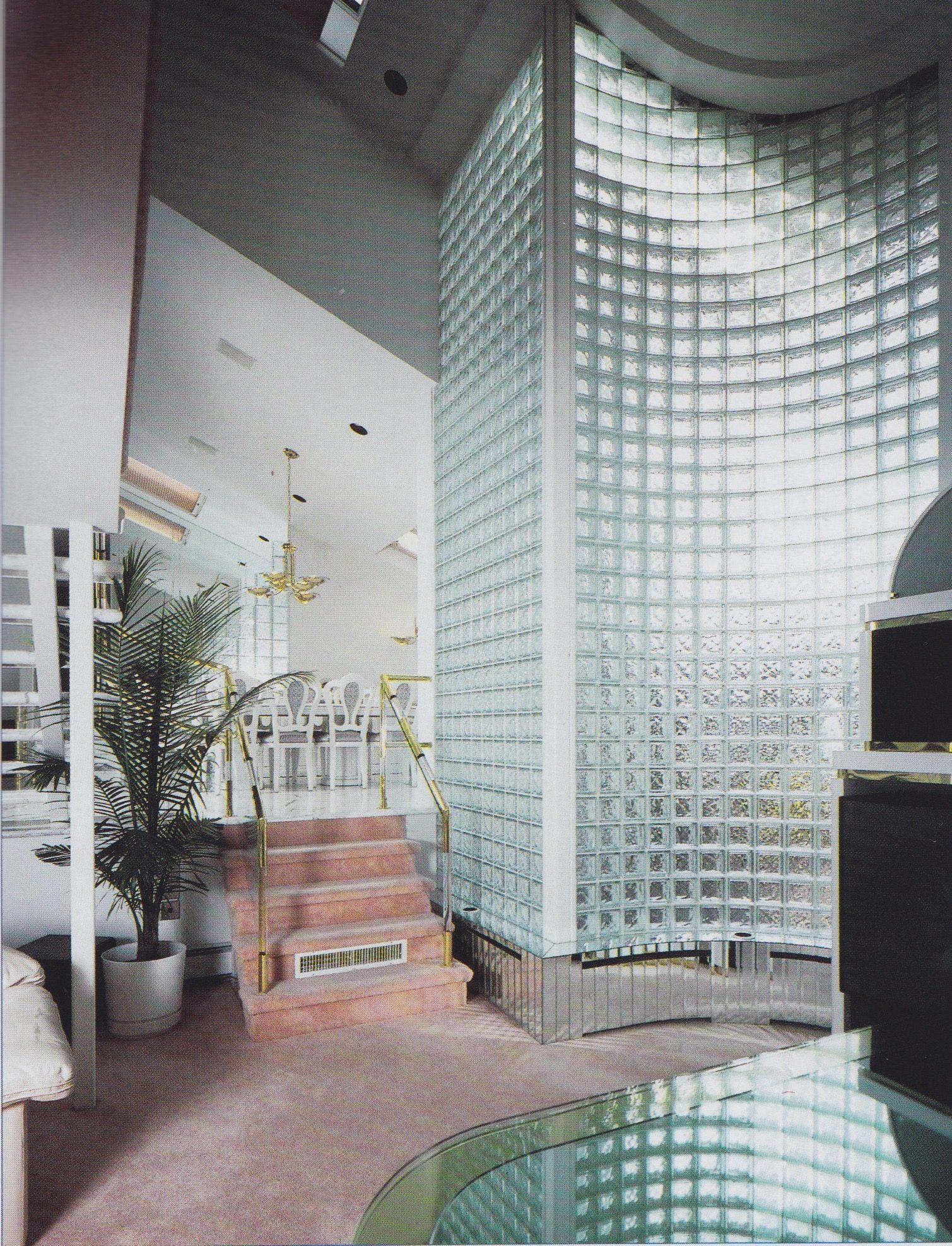 Interior postmodern 80s brick glass aesthetic for Innenarchitektur 80er