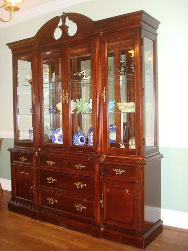 Bassett Eden House Solid Cherry China Cabinet Breakfront Like Ethan Allen Georgian Court 2000 Queen Anne Style Lighted Mirrored Glass Shelved Interior