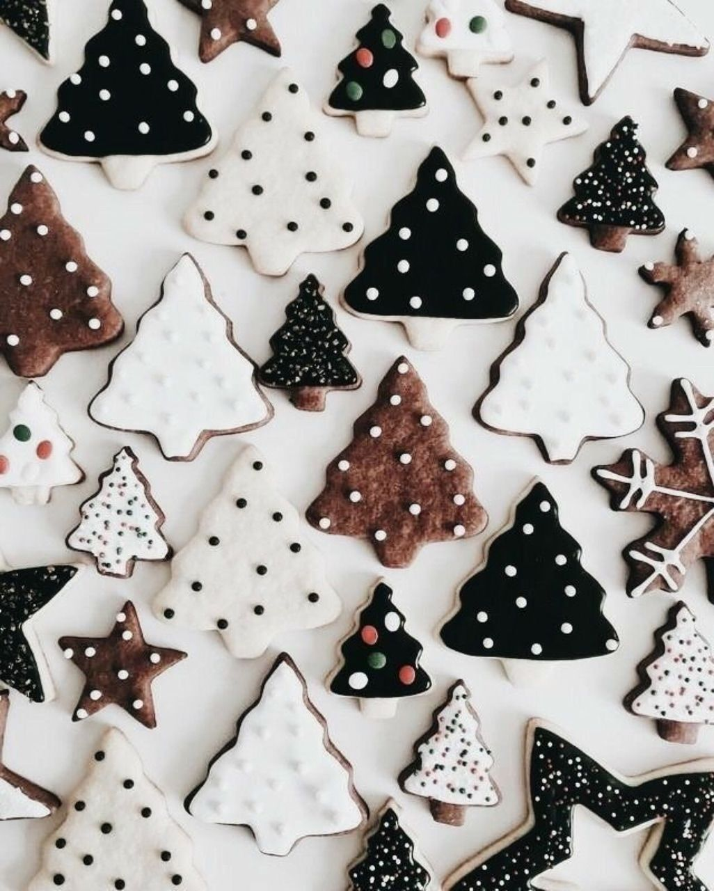 Discovered by ☆ ℚ𝕦𝕖𝕖𝕟 ☆. Find images and videos about black, white and food on We Heart It - the …   Christmas tree cookies, Christmas mood, Christmas aesthetic