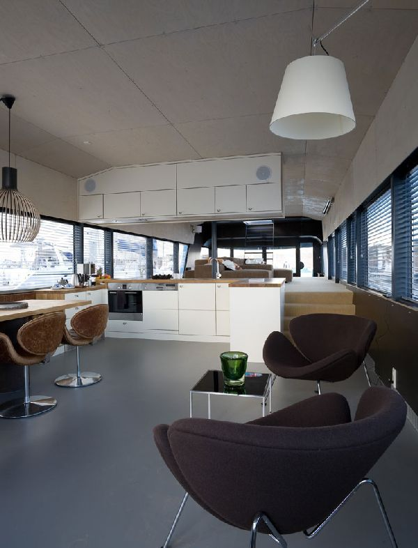 Fresh Modern Breakfast Nook Design At The Qrooz Yacht ...