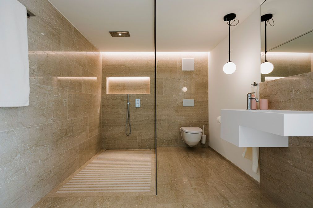 Begehbare Dusche Mit Marmor Botticino Classico Poliert