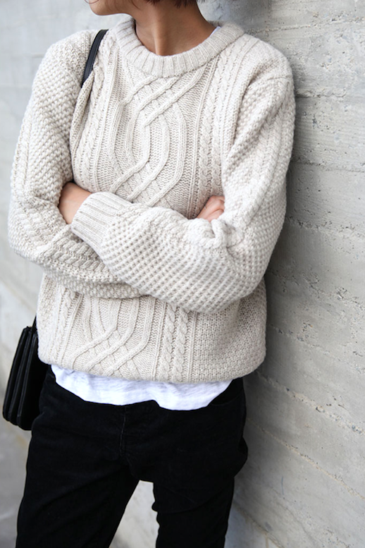 15f0fa5df How To Layer A Cozy Cable Knit Sweater (Le Fashion)