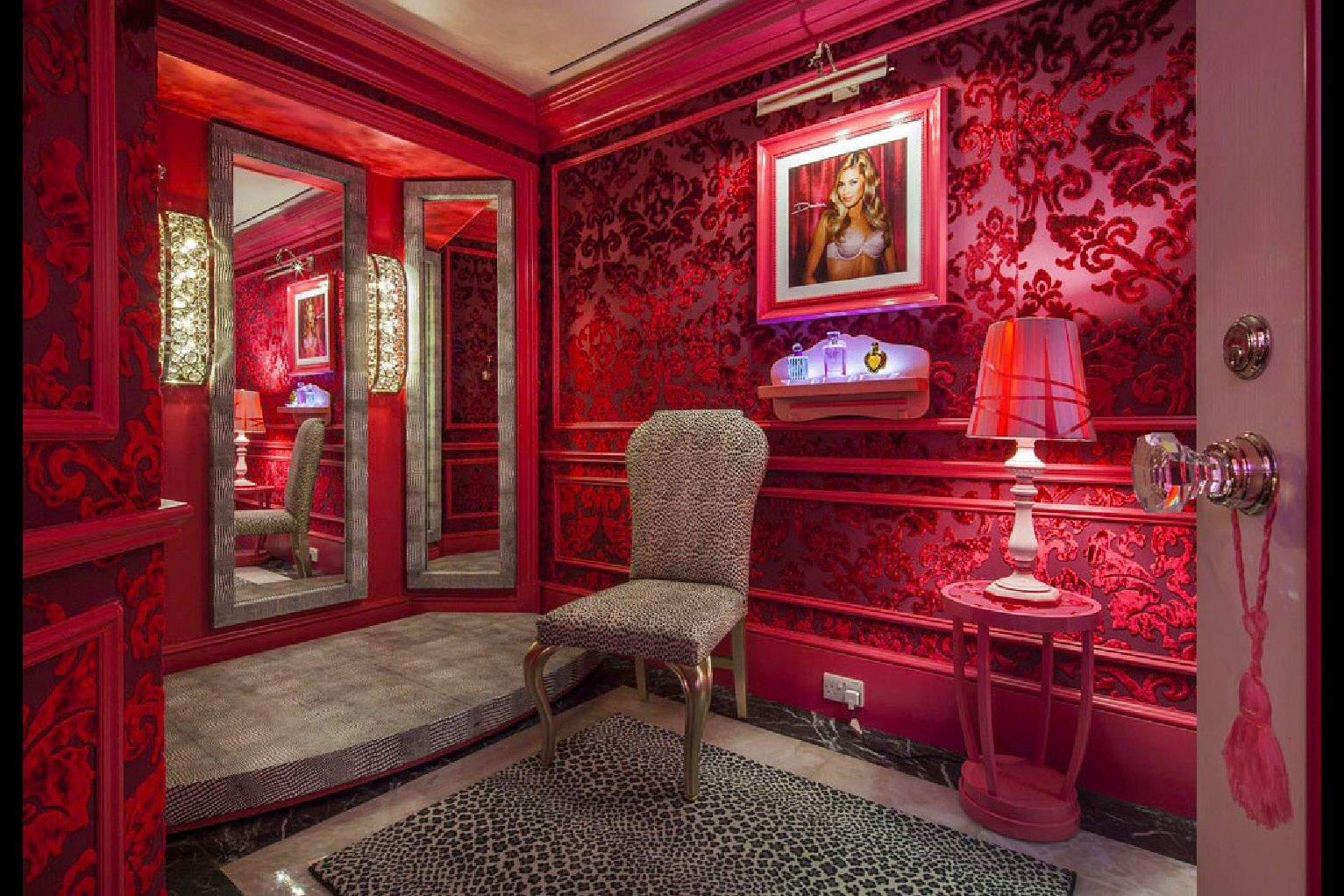 VICTORIA'S SECRET DUBAI GRADE Secret rooms, Victoria