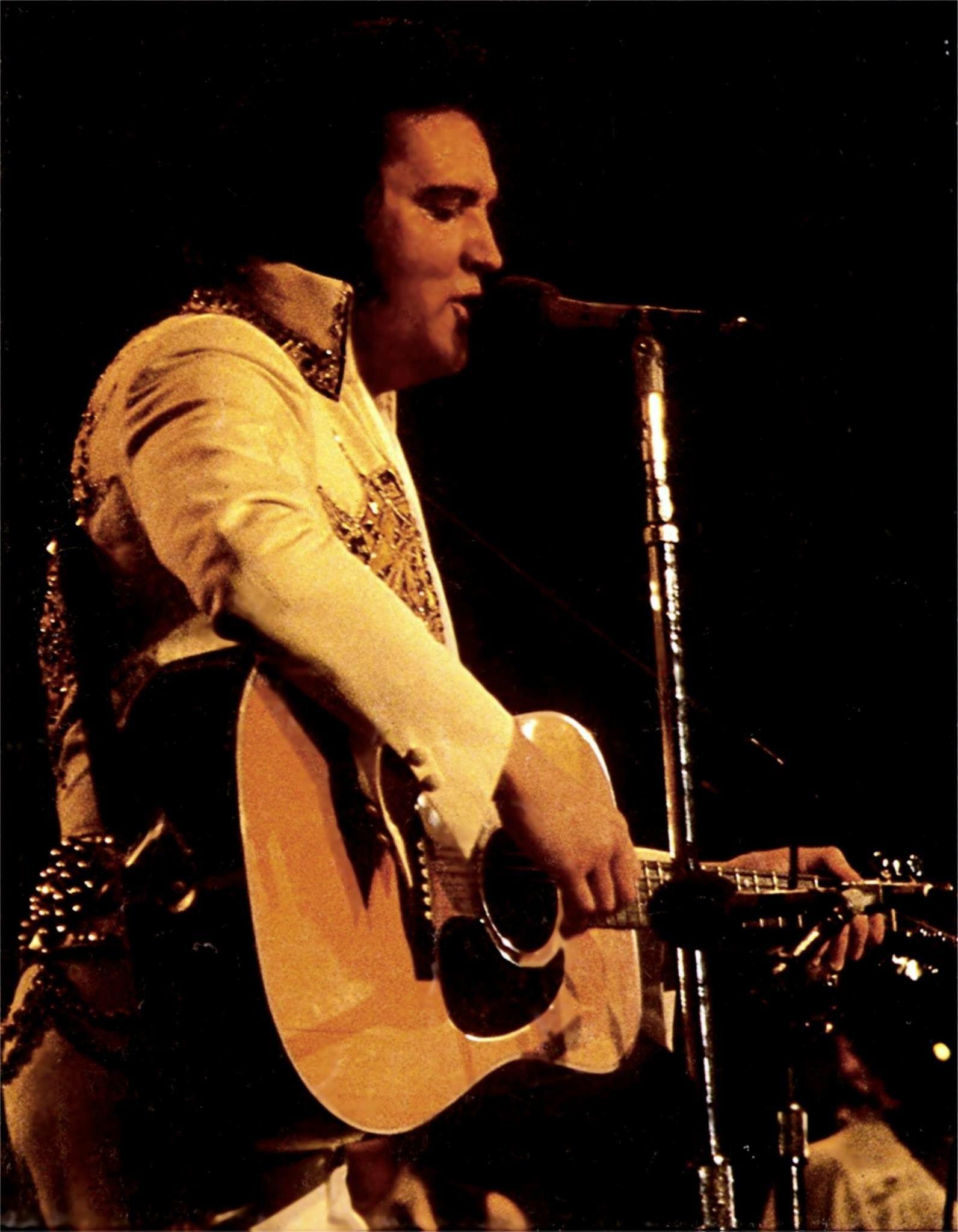 1977 100 dollar bill security features - Elvis Rapid City June 21 1977 Elvis In Concert Cbs Tv Special