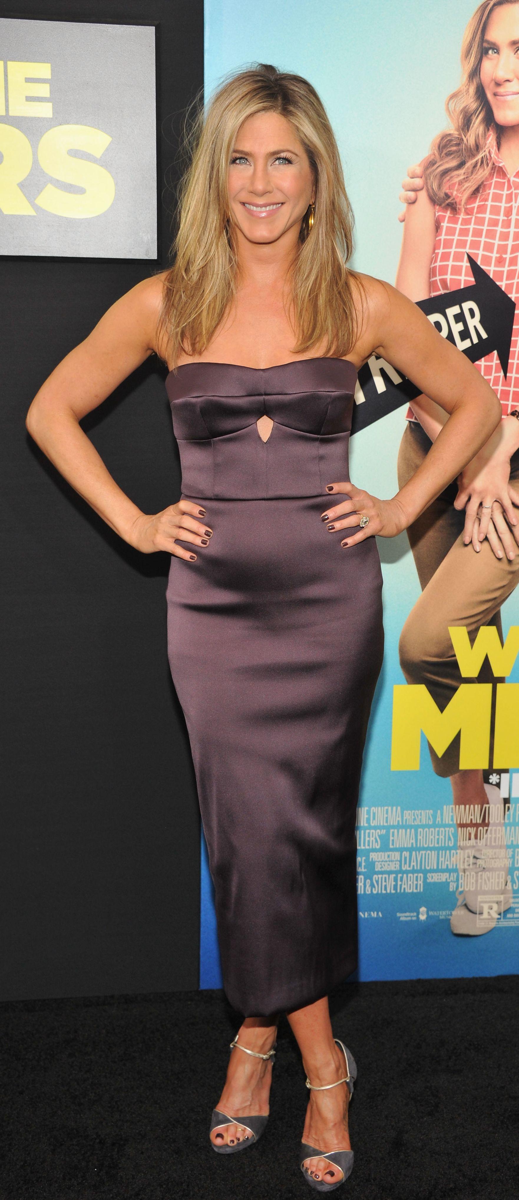 Pin By Samhita On Wearing Burberry Jennifer Aniston Dress Jennifer Aniston Jennifer Aniston Style [ 4068 x 1762 Pixel ]