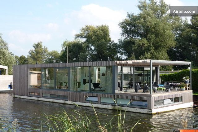 house boat moderne woonboot dichtbij amsterdam in loenen floating houses pinterest haus. Black Bedroom Furniture Sets. Home Design Ideas