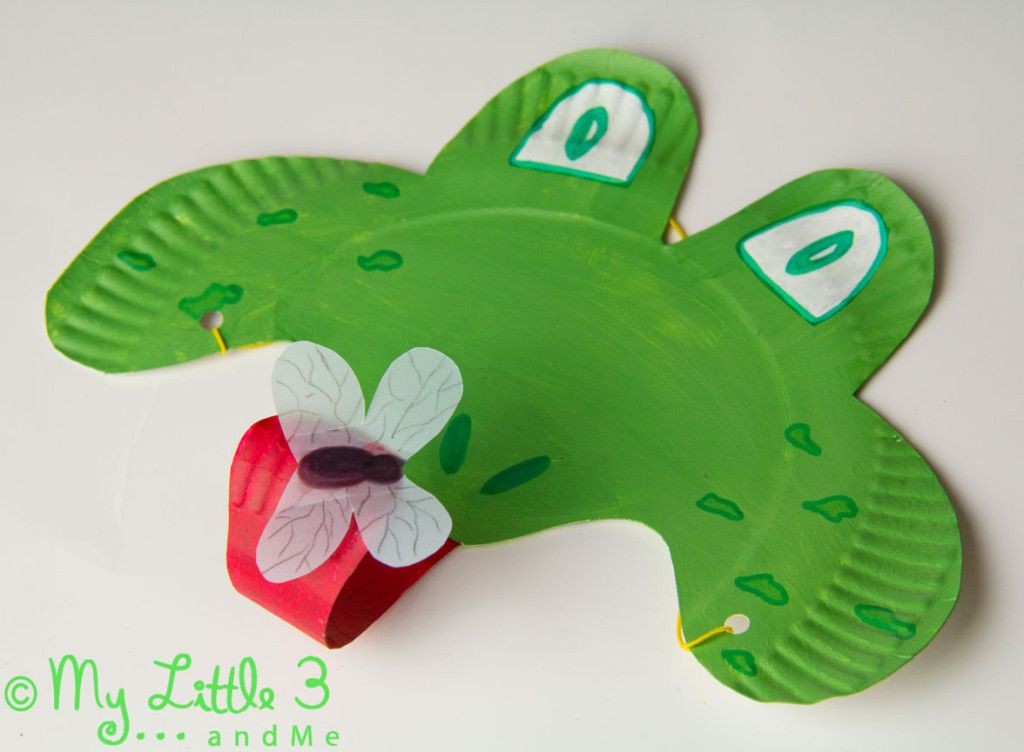 Make a curly tongued fly catching Paper Plate Frog Mask. CROAK! (mylittle3andme.co.uk) & PAPER PLATE FROG MASK | Pinterest | Frog mask Frogs and Curly