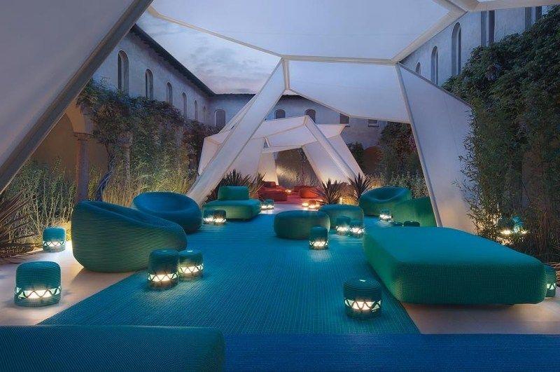 terrasse im marokko-stil einrichten - blaue sitzsäcke | einrichten, Wohnzimmer dekoo