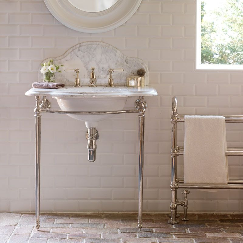 Beautifully Formed On An Elegant Frame This Single Washstand