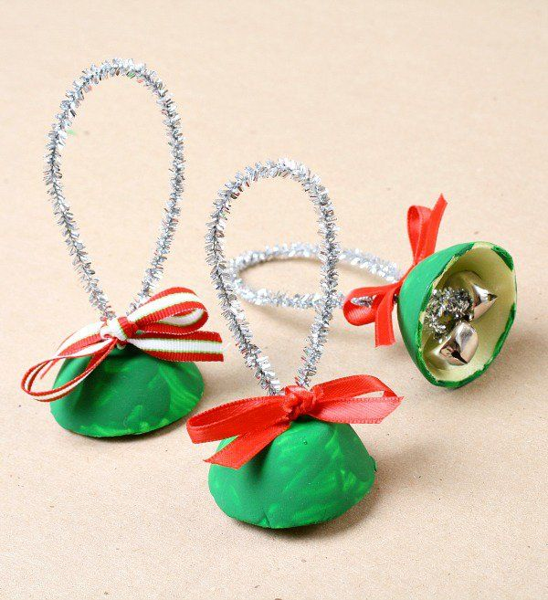 Easy egg carton Christmas craft for kids. Make egg carton bells for kids to play.