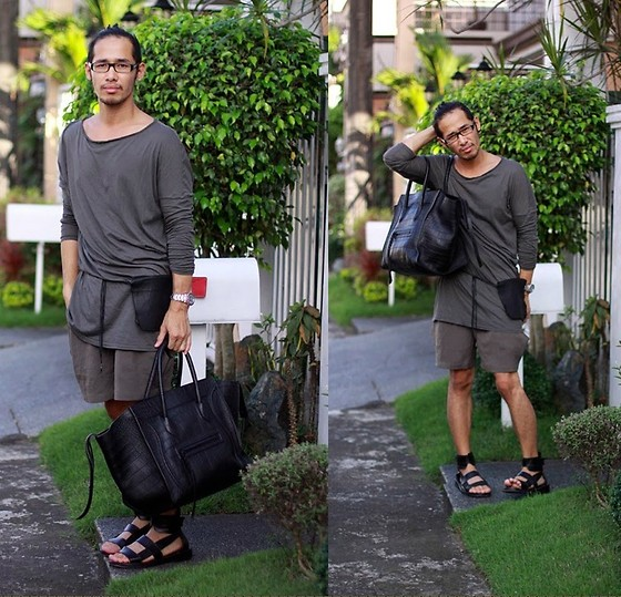 d6357ff68166 Man carrying Celine phantom in Black Croc