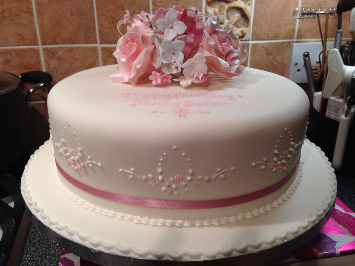 Piped sugar work on Nanny Bakers birthday cake I made rubi