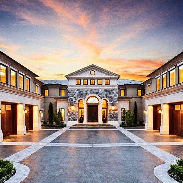 6 Car Garage Check Out Luxuriousclub For More House Designs Exterior Traditional Home Exteriors Dream House Exterior