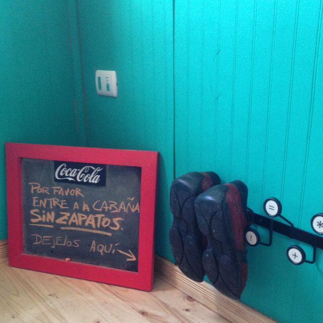Interior salita de entrada cabaña austral wood tiny cabin