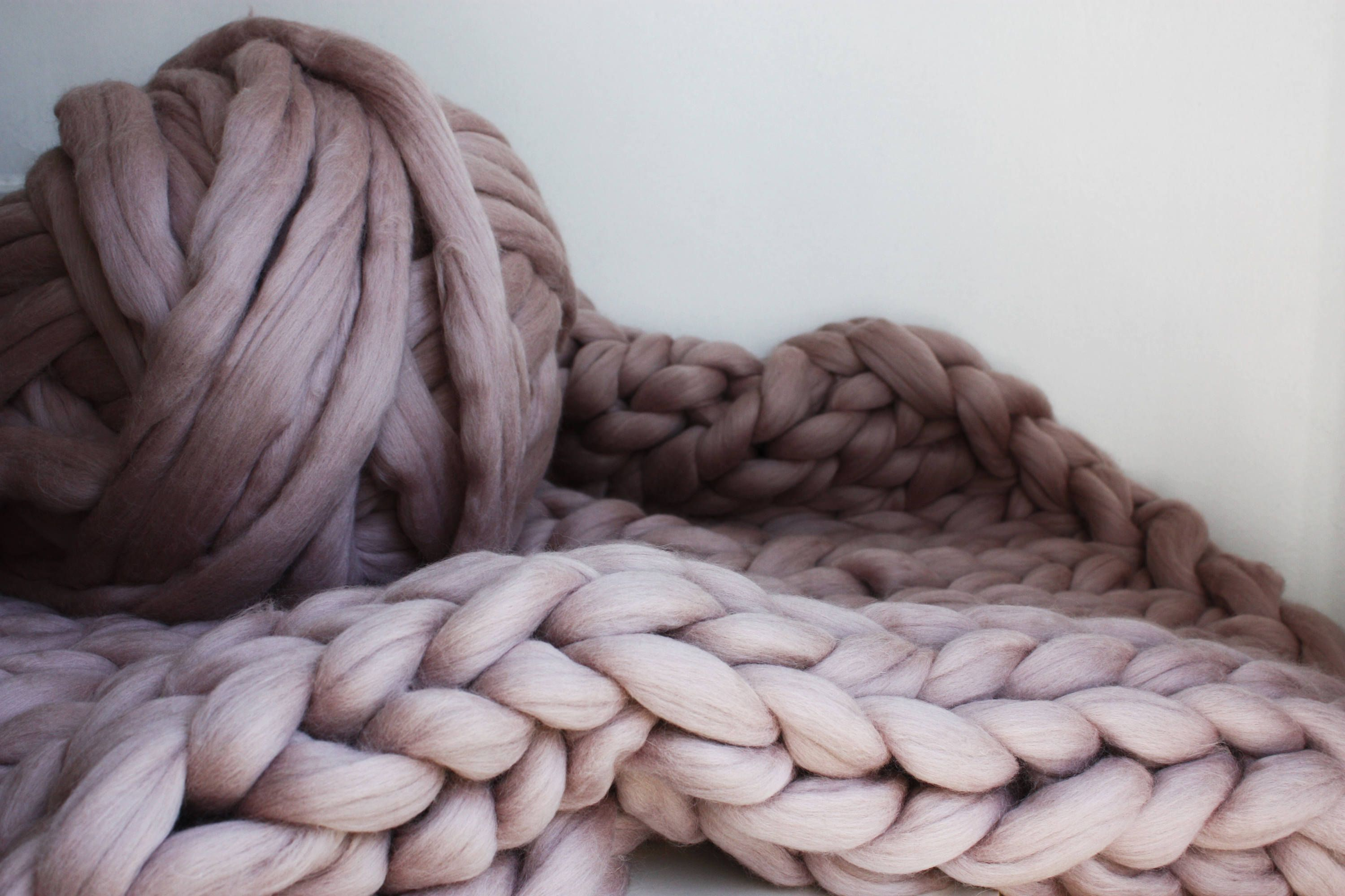 Chunky Knit Blanket Super Chunky Mink Knit Throw Blush Pink Merino Blanket Giant Knit Blanket Thick Knit Wool Throw Housewarming Gift Giant Knit Blanket Knitted Throws Knitted Blankets