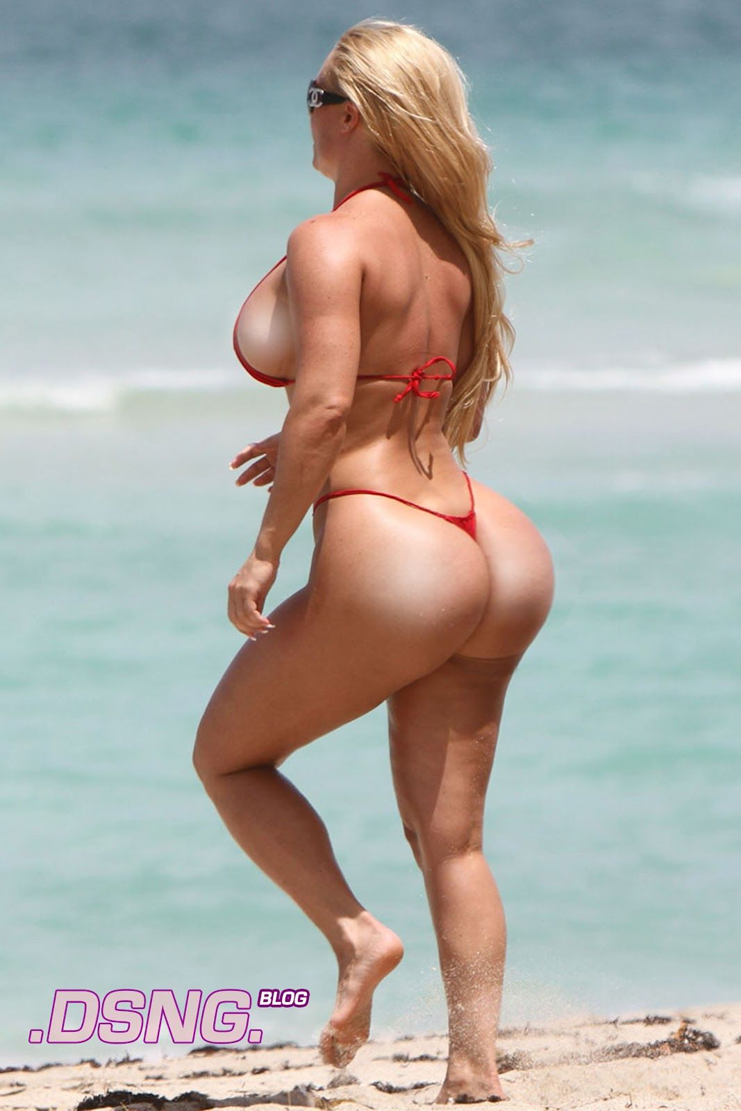 Thick ass milf on the beach