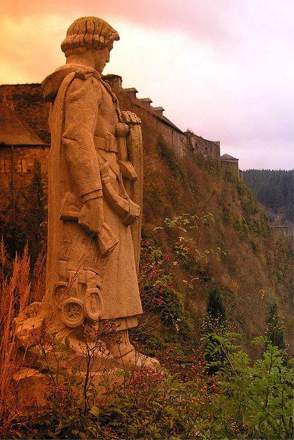 Statue of Godefroid de Bouillon looking towards Bouillon Castle, Belgium (by Etienne33).
