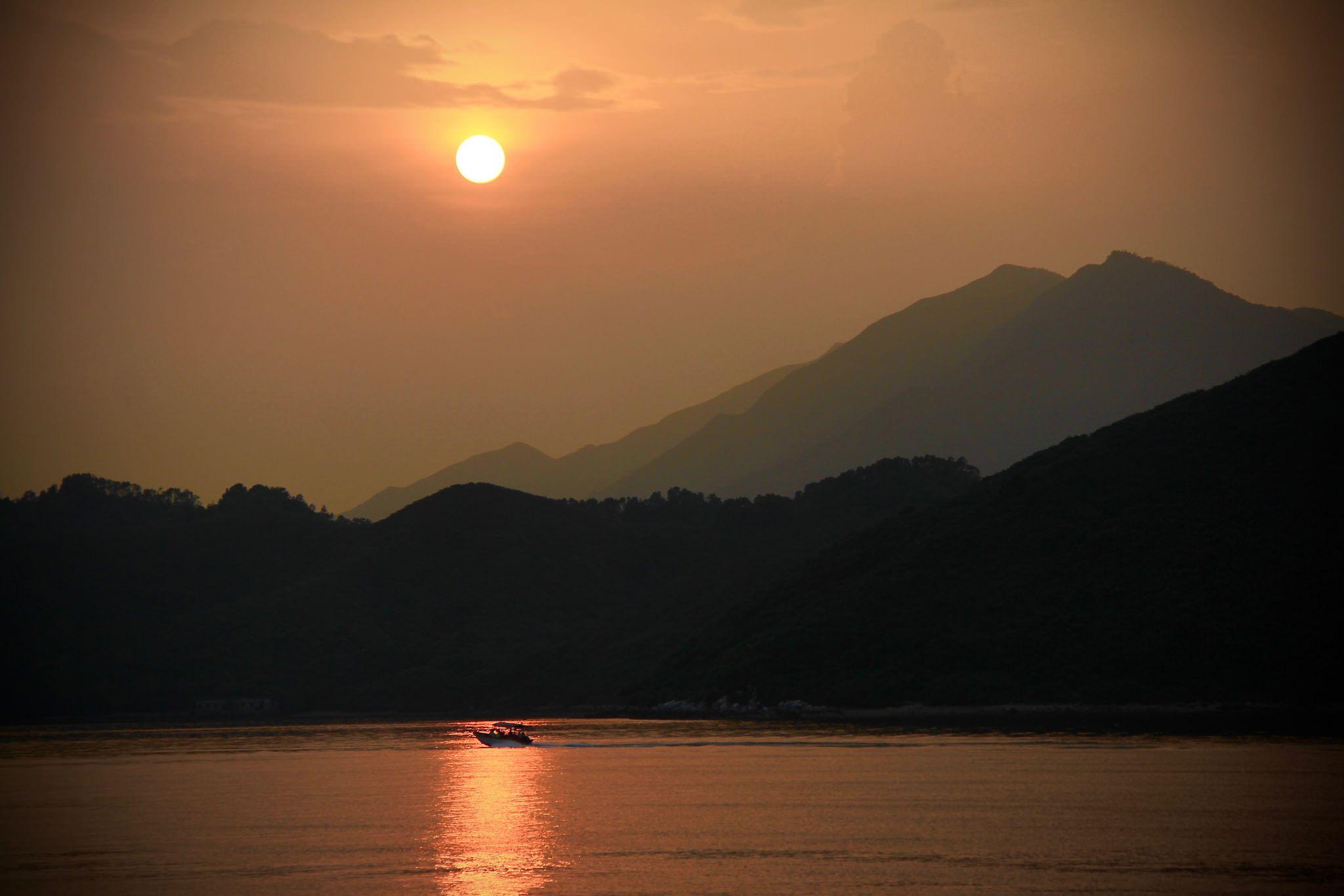 https://flic.kr/p/Pqjv3o   Sunset at East Peng Chu   Sunset at Geopark island East Peng Chu. a volcanic island with rare rocks.