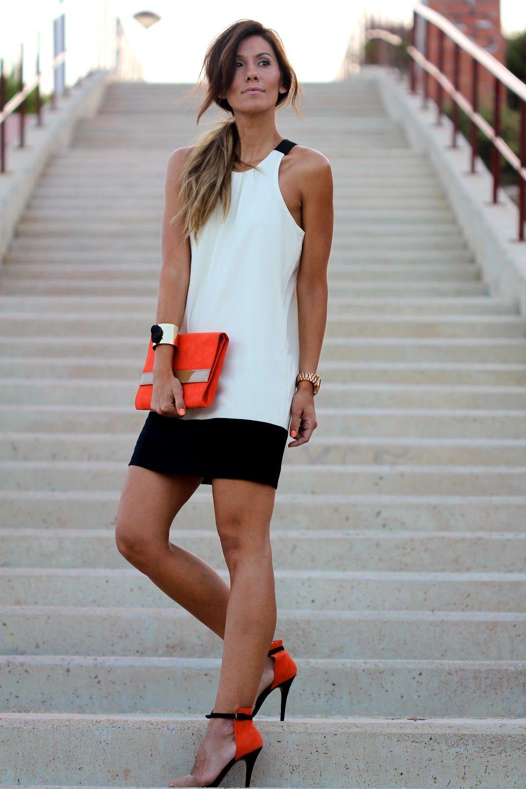 Hot pink and orange dress  Una fabulosa manera de darle color a un vestido blanco y negro